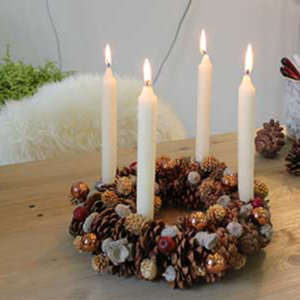 Weihnachten rückt näher: Adventskranz selber gebastelt