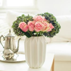 Hortensie und Rosen