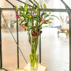 Lilien mit Gladiolen