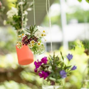 Tanzende Blumenvasen