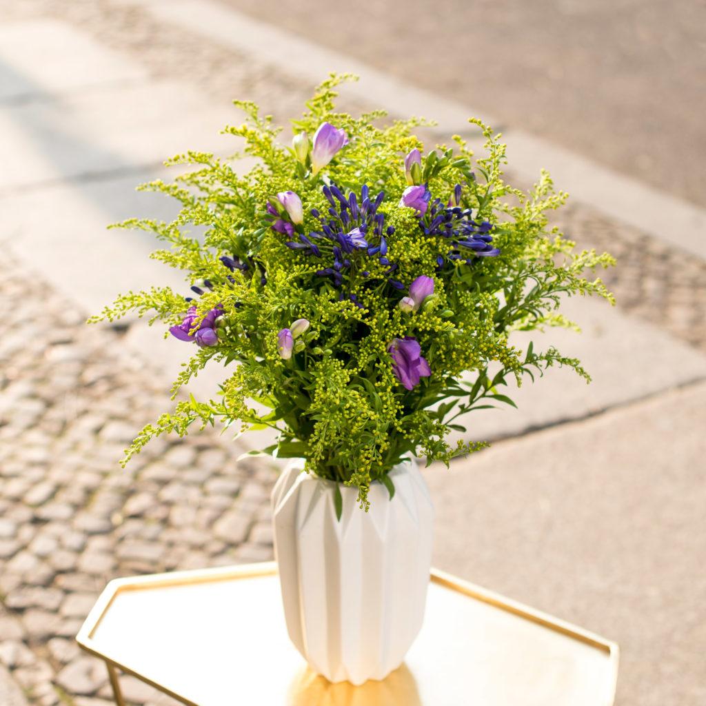 Frische Blumen für Ihre Tischvase!