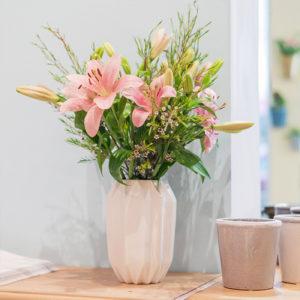 Lilien und Waxflower
