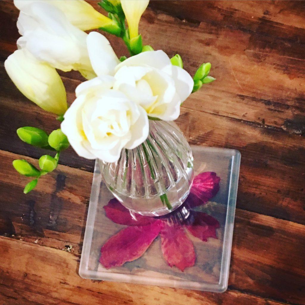 Untersetzer mit Blütenblättern