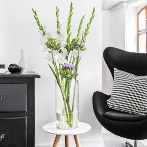 Gladiolen und Artischocken