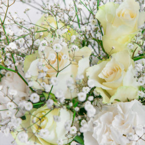 White Romantic: Rosen, Nelken und Eustoma