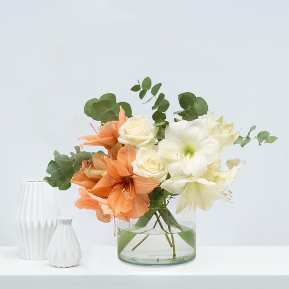 Weihnachtsblumen-weiße-rosen-amaryllis-weihnachten