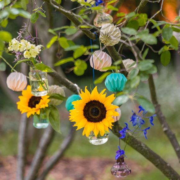 Baumdeko mit Sonnenblumen